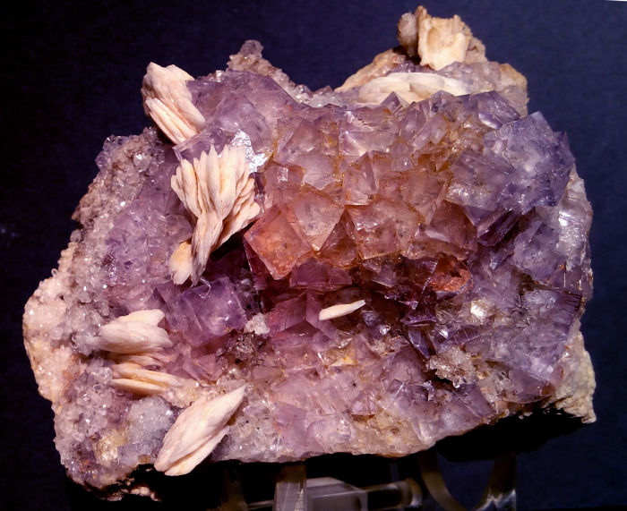 Aesthetic specimen of Purple Fluorite + Baritine Crystals on matrix - 14x10x9 - 830 g.