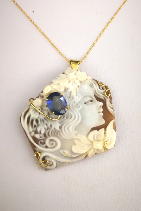 Necklace with Pendant - Gold - 3.25 ct - Sapphire