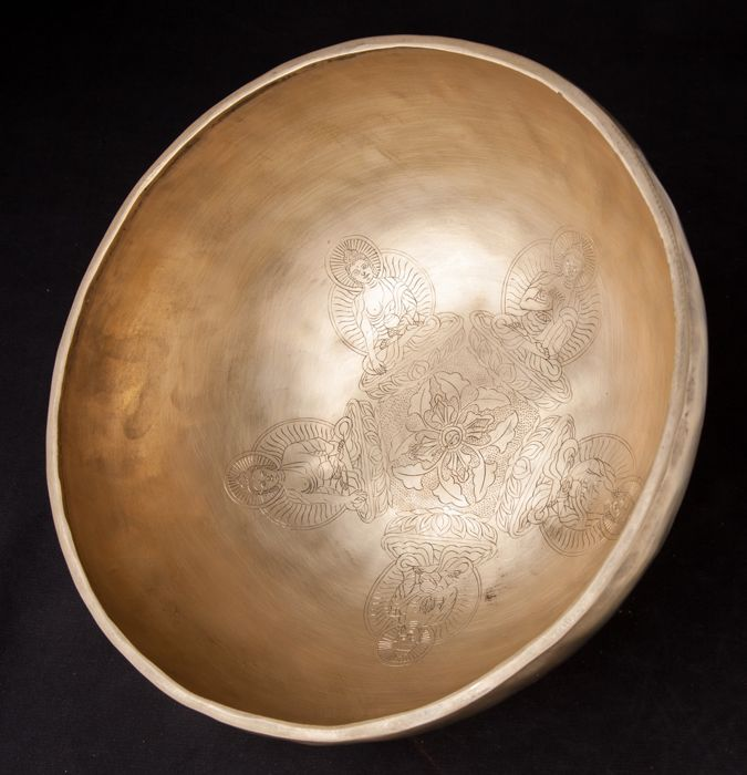 Large singing bowl with a diameter of approx. 30 cm - Nepal - 21st century
