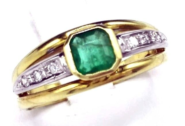 Handmade - Ring - Yellow and white gold - Natural (untreated) - 0.90 ct - Emerald and Diamond