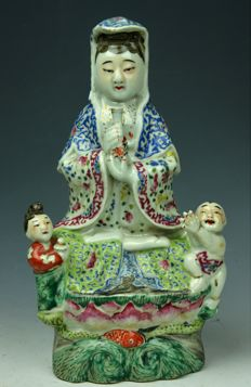 A Chinese Porcelain Guan Yin Statue - China - Early 20th century