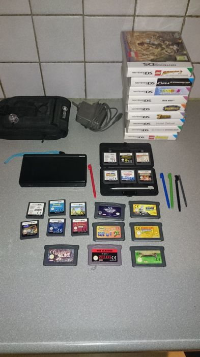 Nintendo Ds Lite With 21 Ds Games And 7 Gba Games Catawiki