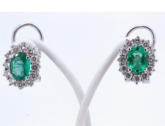 Rosette gold 18 kt with emerald 2 ct and brilliants 1.2 ct - 1.4 cm length