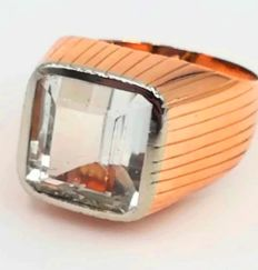 Women's 18 kt yellow gold ring from the 1950s, with aquamarine, measuring 12.70 x 9.50 mm, size 11.50, total weight  7.98 g