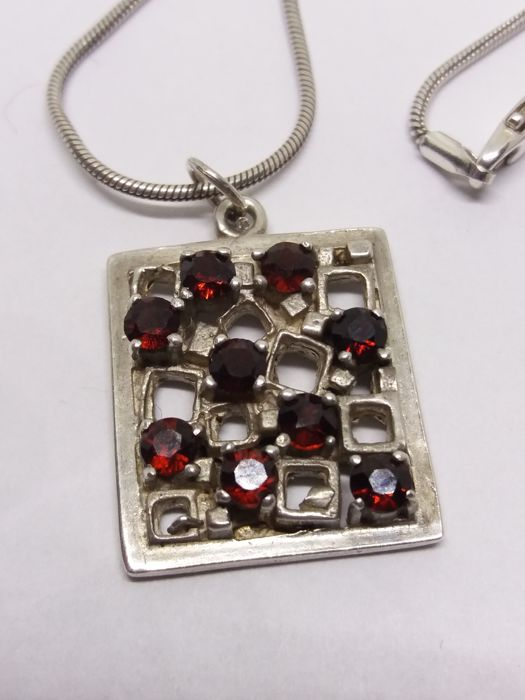 60s-70s Garnet sterling silver pendant on silver chain