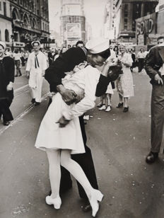 Alfred Eisenstaedt (1898-1995)/LIFE magazine - V-J Day in Times Square, 1945