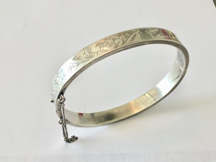 e3cde1defb 925 sterling silver vintage bangle bracelet with safety chain and motif,  diameter 6.5 cm,