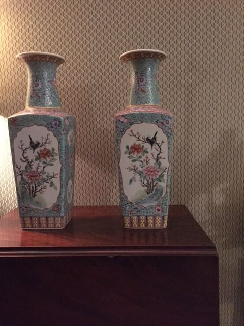 Pair of Chinese vases – China – Second half of the 20th century