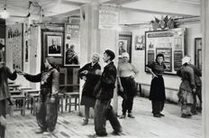 Henri Cartier Bresson (1908-2004)/ICP - Time out from work, Moscow 1954