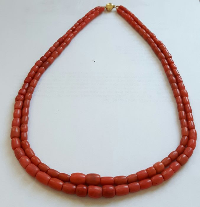 Necklace with two strands of precious coral, with a 14 karat gold clasp