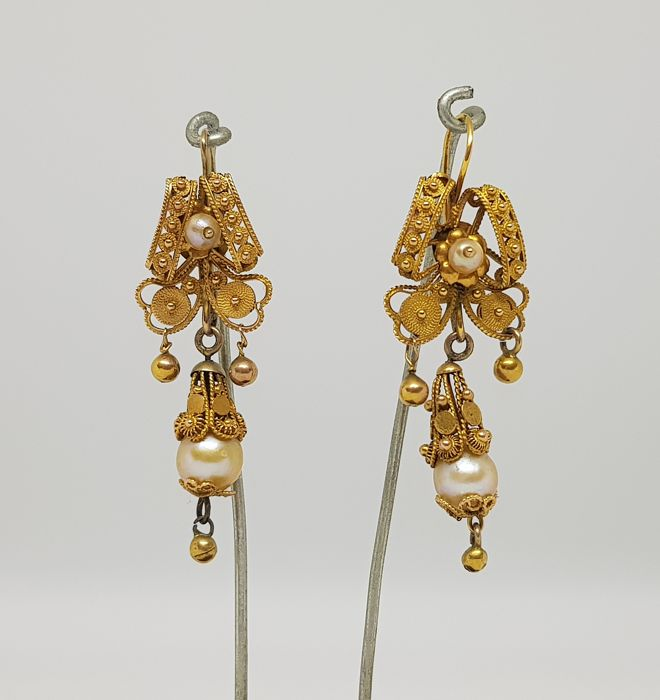 Antique bourbon earrings (second half of the 19th Century, Italy), gold filigree with pearls