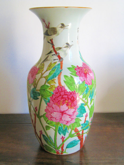 Porcelain vase decorated with peonies and birds - China - ca. 1920.
