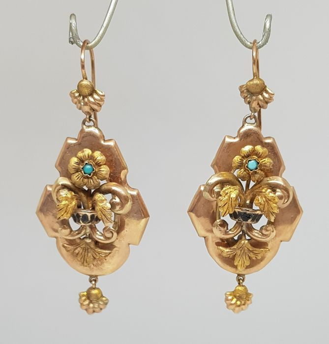 Antique bourbon earrings (Italy, second half of 19th Century), with refined floral pattern