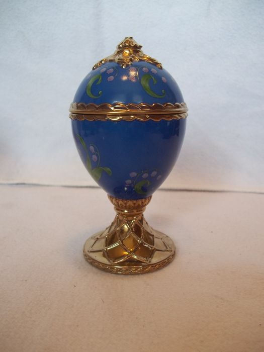 "House of Fabergé - Handmade gold-plated fine porcelain Musical Egg - ""Lily-of the-Valley"" - Plays Tchaikovsky's ""Dance of the Sugarplum Fairy"" - Very good condition"