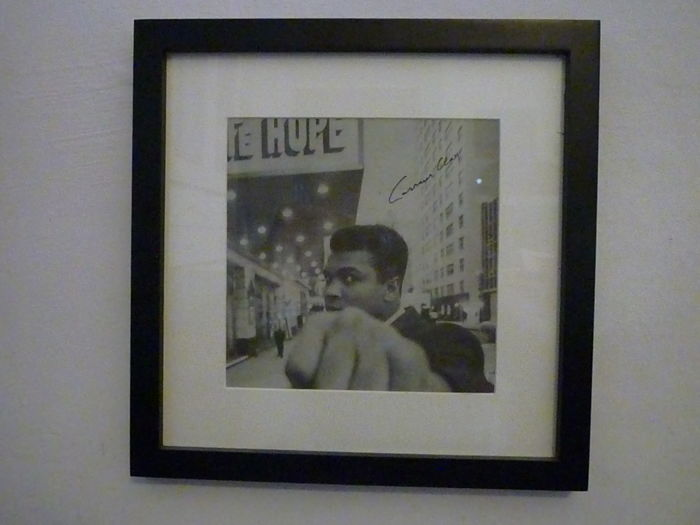 Cassius Clay - Original Signed Photograph cut off from a newspaper - 1960