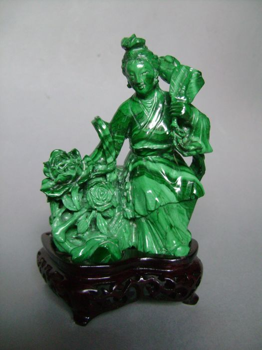 Guanyin with a fan and a flower bouquet. Malachite. China - Second half of the 20th century