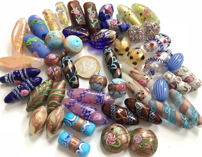 25 pairs of highly collectible matched Venetian beads, 1930-60