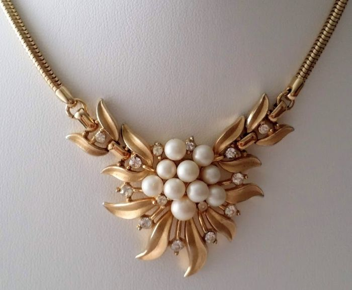 CROWN TRIFARI Alfred Philippe Simulated Pearl Floral Necklace