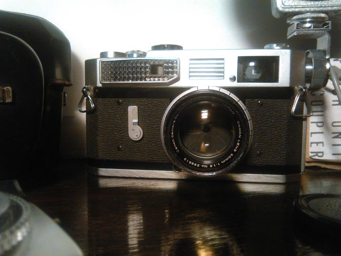 Canon model 7 rangefinder camera with Canon 50mm f:1,8 lens, and more. Japan 1961.