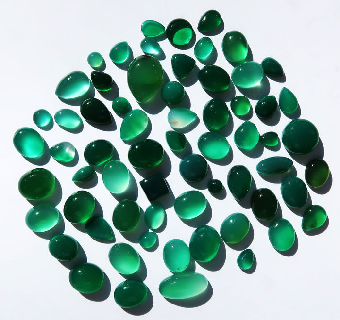 Agate Cabochons - 64 stones - 174.5 Carats - No reserve price