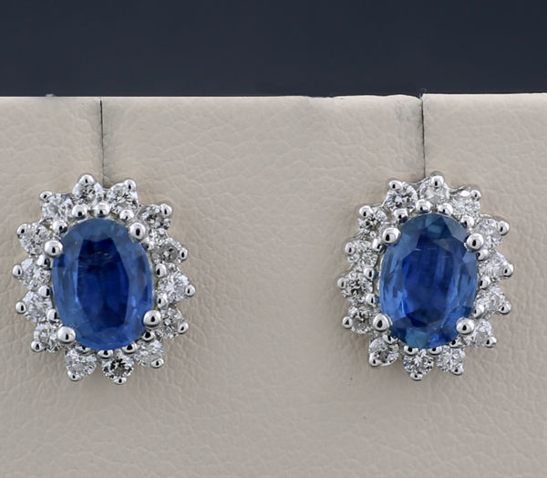 A pair of fine sapphire diamond stud earrings weighing 2.30 ct in total, 750 white gold - No Reserve Price