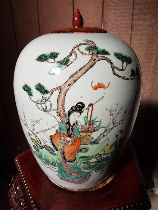 A fine water jar with animated scenes - China - ca. 1920