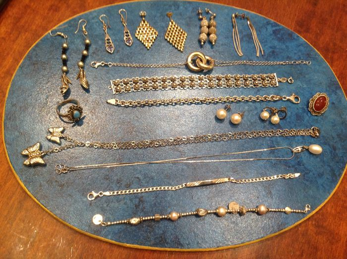 Large lot of vintage jewellery in 925 silver