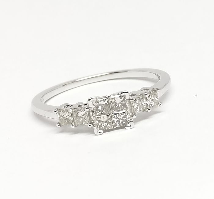 14K AIG Certified Diamond Ring with 0.59 cts total