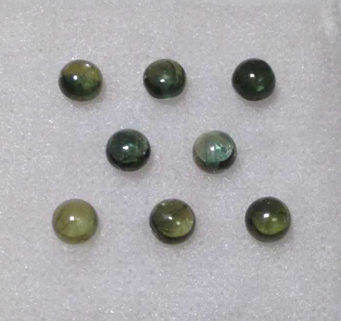 Green Sapphire - 3.37 ct total - 8 Pieces