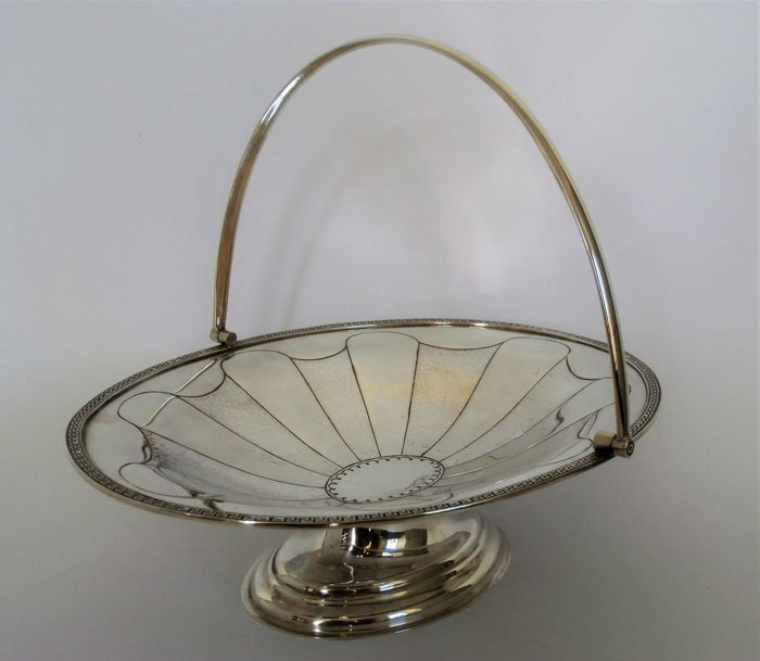 Cookie- chocolate dish with Maender rim patterns - Silver plated - United Kingdom - 1900-1949