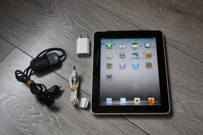 Apple iPad (WiFi & 3G, 16GB) - model A1337 - with 220V charger and Belkin Tunecast Auto FM transmitter unit
