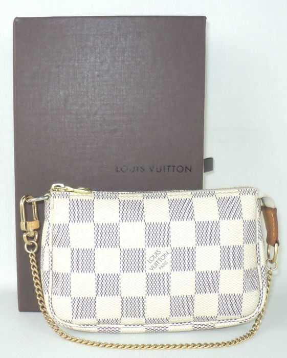 c80f734e6833 Louis Vuitton - Damier Azur Mini Pochette Accessories - Catawiki
