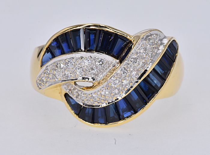 2.38 Ct Sapphires with Diamonds ring. 18kt gold, size 19 adjustable. No reserve price.