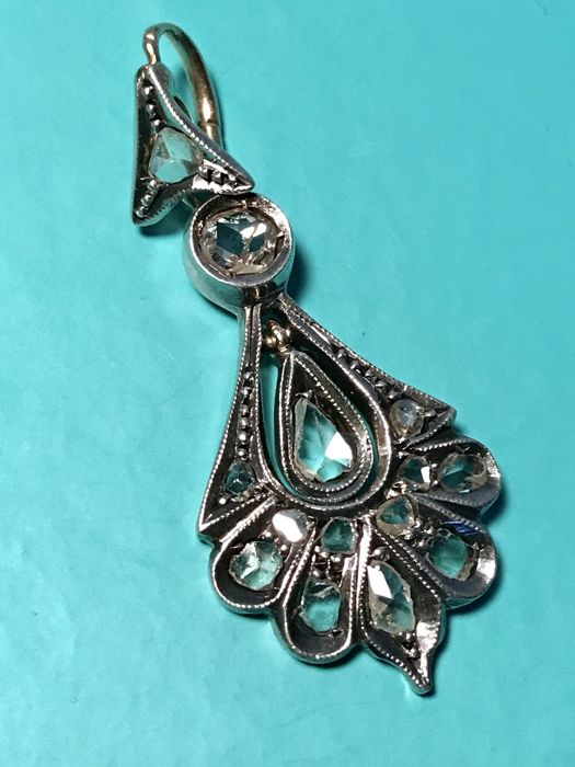 Pendant in 8 kt yellow gold and 925/1000 silver with diamonds, total weight: 4.5 g, dimensions: 40 x 18 mm