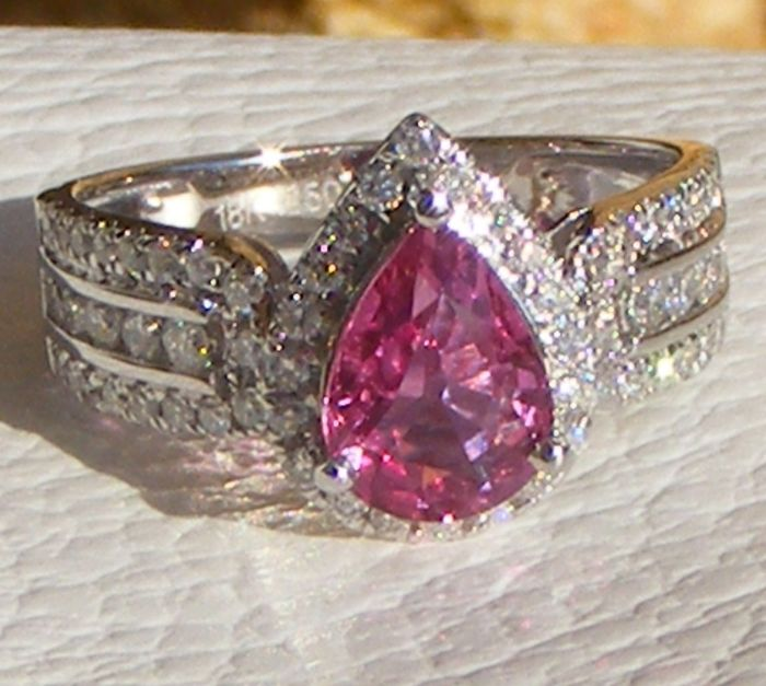 Jeweller's cocktail ring in 18 kt white gold, with exceptional unheated 100% natural pink VVS Sapphire and natural Diamonds weighing 2.41 ct - Size: 53 - GIA laboratory certificate - No reserve price