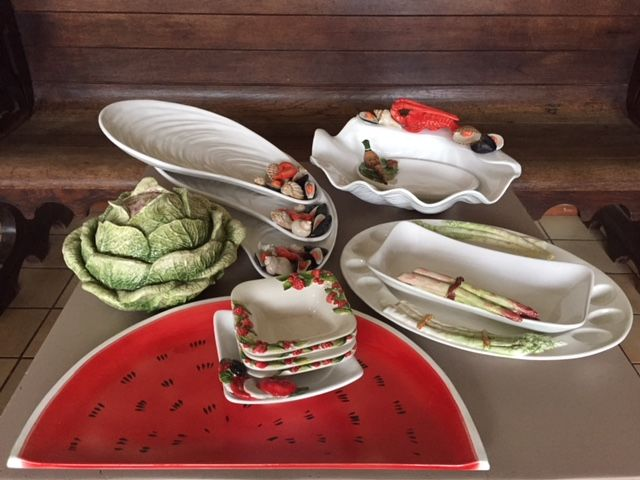 Various special dishes - incomplete collection of 24 -ceramics