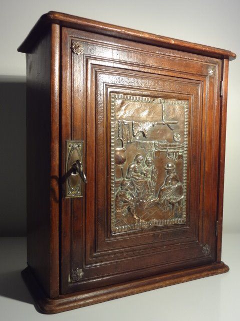 Antique wooden tobacco cabinet with copper relief. - Wood and Copper - Antique Wooden Tobacco Cabinet With Copper Relief. - Wood And Copper
