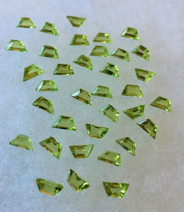 Peridot 12.33 cts total 35 pieces