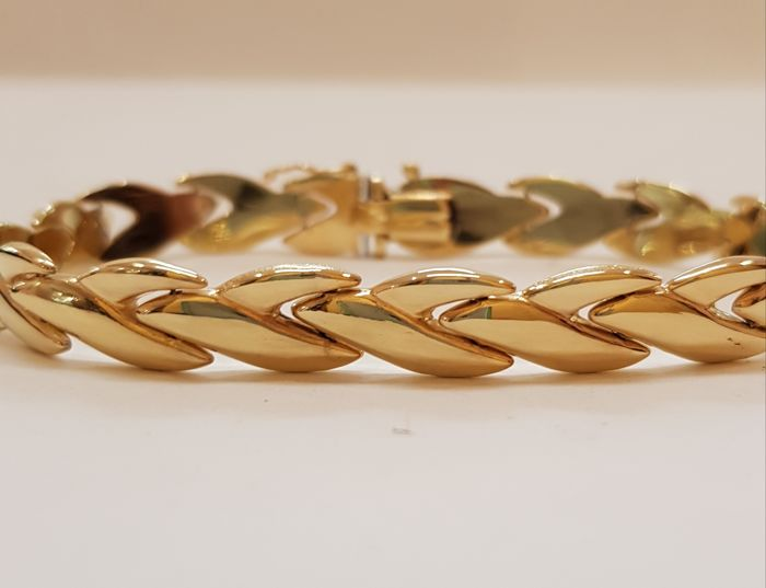 Italian 18 kt gold bracelet Weight: 15.40 g