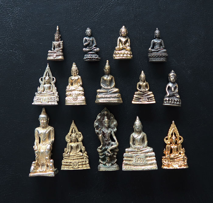 Lot of 14 statuettes representing Buddhas in meditation - Protective  amulets, charms - Brass - Catawiki