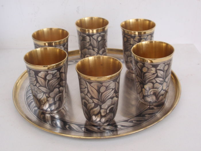 Gold-plated niello vodka cups with a dish - Set of 6 - .875 (84 Zolotniki) silver - Russia - 20th century