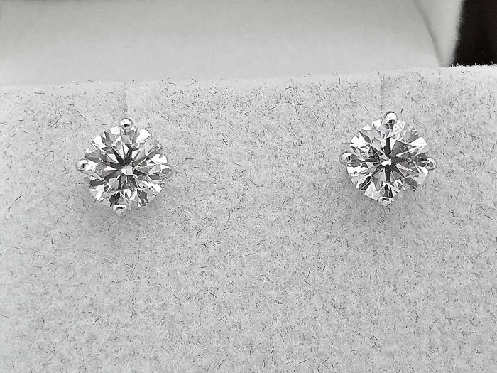 14 kt. Gold - Earrings - Commonly treated 1.42 ct Diamond