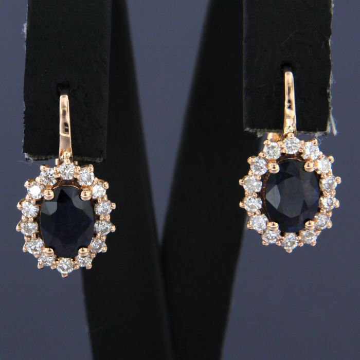 18 kt rose gold dangle earrings set with sapphire and brilliant cut diamonds - size: 1.6 cm by 9.2 mm