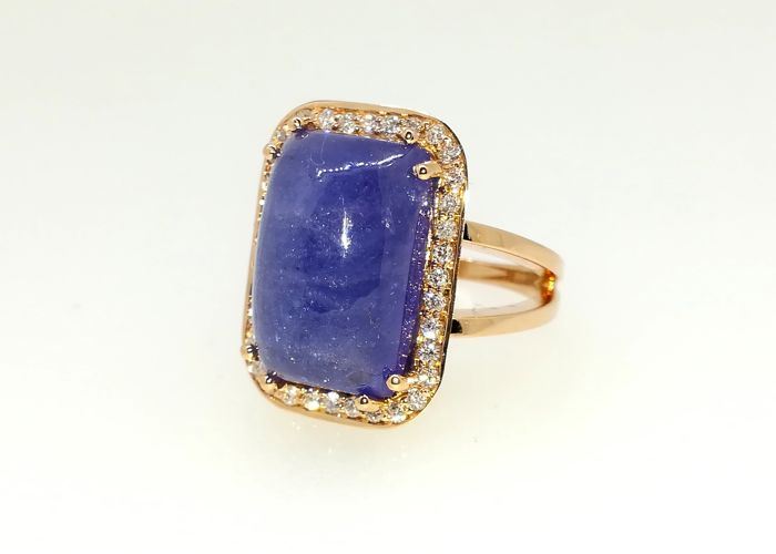 Exclusive 18 kt rose gold ring, tanzanite and 15.70 ct. GVS diamonds. Size 15.
