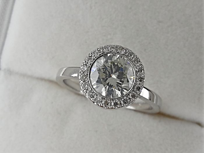IGL 1.19 ct  round diamond ring made of 18 kt white gold