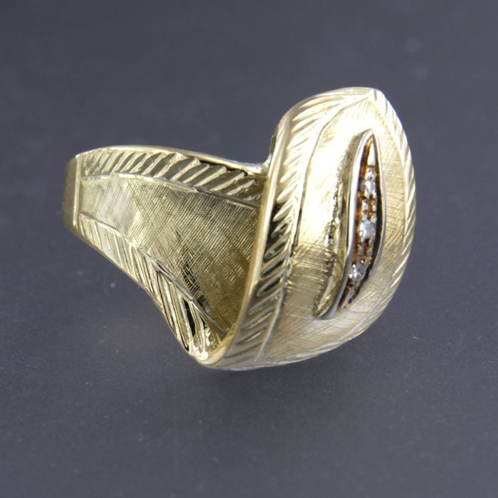 Ring - Gold - Natural (untreated) - 0.03 ct - Diamond