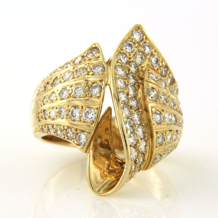 18 kt Yellow gold ring set with 83 brilliant cut diamonds, approx. 1.80 carat in total - ring size 15.5 (49) no charge adjustable