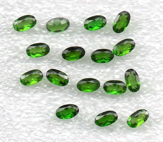 Chrome Green Diopside  -  3.86 Cts. total - 16 pcs