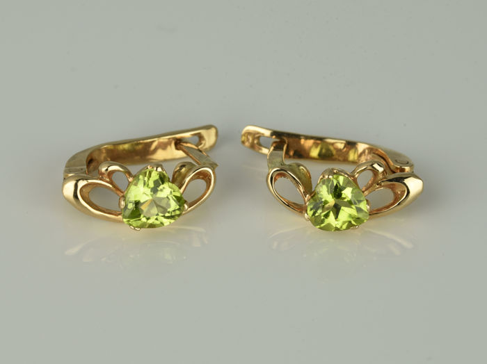 Gold earrings of 14 kt  Peridot 0.9 ct  in total  13 x 5 x 11 mm