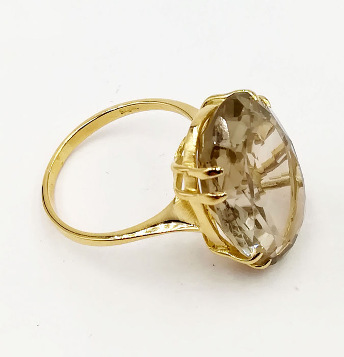Women's ring in 18 kt yellow gold with oval cut smoky topaz - Dimensions: 21.40 x 14.00 mm - Size: 16 - Total weight: 6.15 g